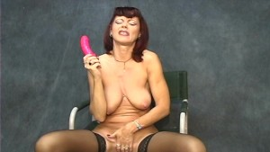 Mature chick likes to tease men