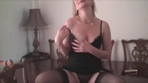 Sexy Milf Pussy Play