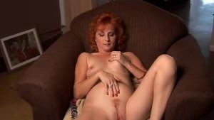 Mature amateur redhead squirts