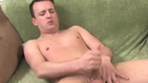 Mature fag jerking off on the green sofa