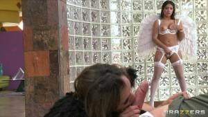 Sexy babes Kristina Rose & Jynx Maze share big-dick in threesome