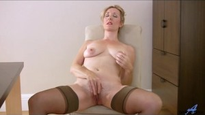 Hairy mature pussy rubbing