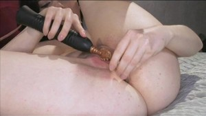 Anal solo-play with a pretty amateur