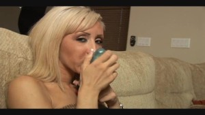 Jessica gives instuctions on how to give a handjob