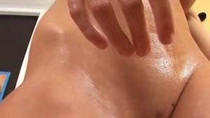 Julia oils her body in HD Close Up