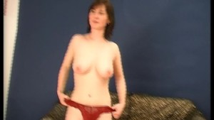 Sexy MILF shaves her snatch then fucks it with a dildo