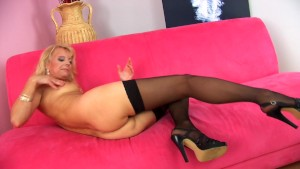 Blue dildo in Marylin s snatch - CzechSuperStars