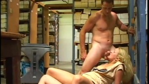Double teaming the delivery girl - Pandemonium