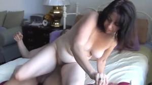 Gorgeous mature amateur loves to fuck