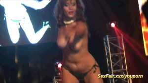 Slut in liveshows with hot wax