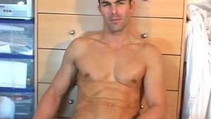 Big cock of a straight guy: Nicolas serviced by a guy !