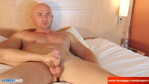 My str8 neighbour made a porn: watch his large cock gets wanked by a guy!