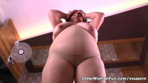 Latina BBW milf Carmen has a nylon fetish