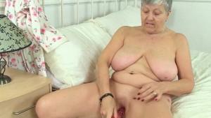 British granny Savana loves a good dildo fuck