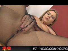 Street and Nylon Pisser-Collete Full HD